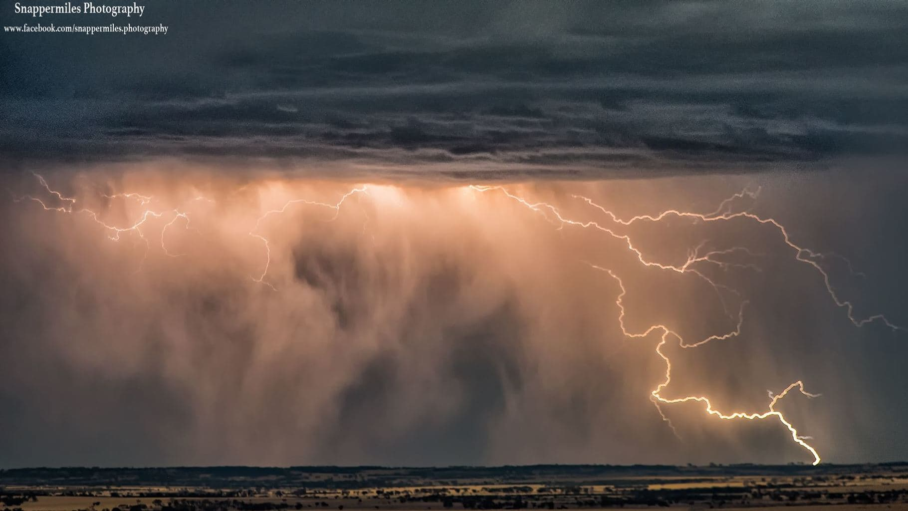 a crawler from last nights wheatbelt chase in Western Australia, not a lot of bolts produced but lots of in cloud