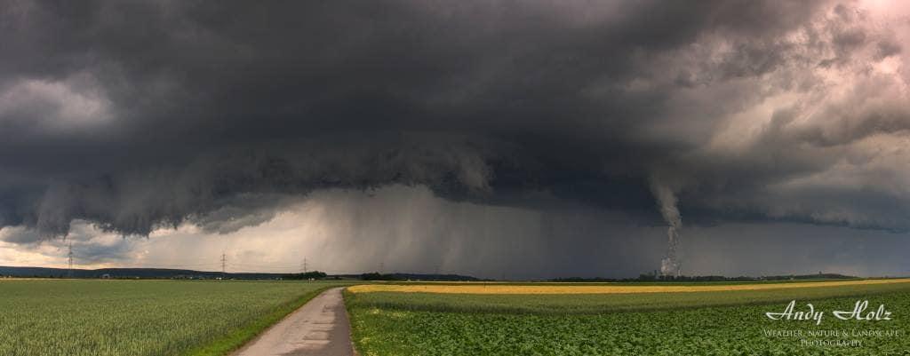 Forming shelf cloud, Dueren/Germany, Jun 6th 2011