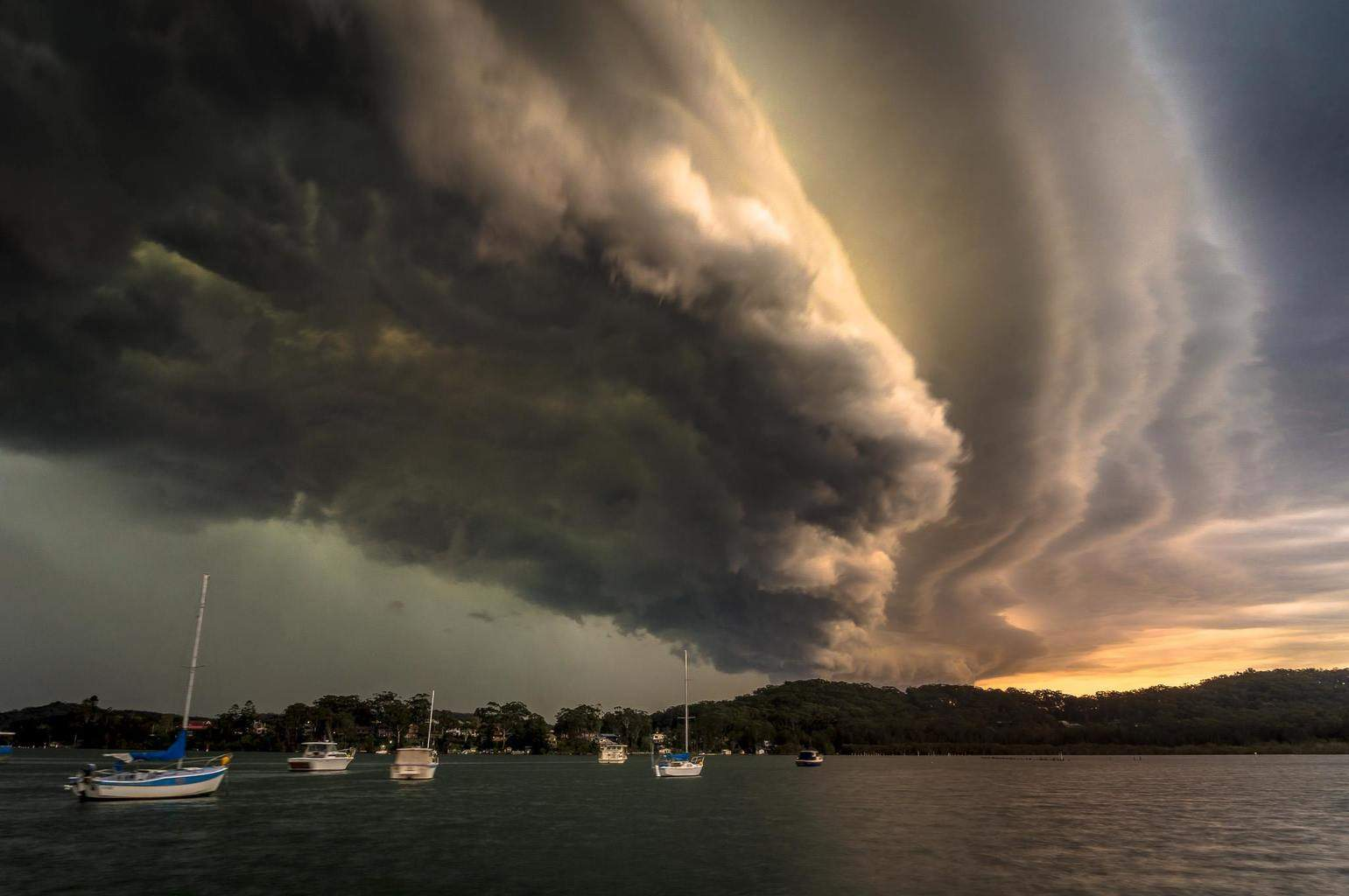 Intense frontal activity over The Central Coast, NSW, Australia. October 2014.