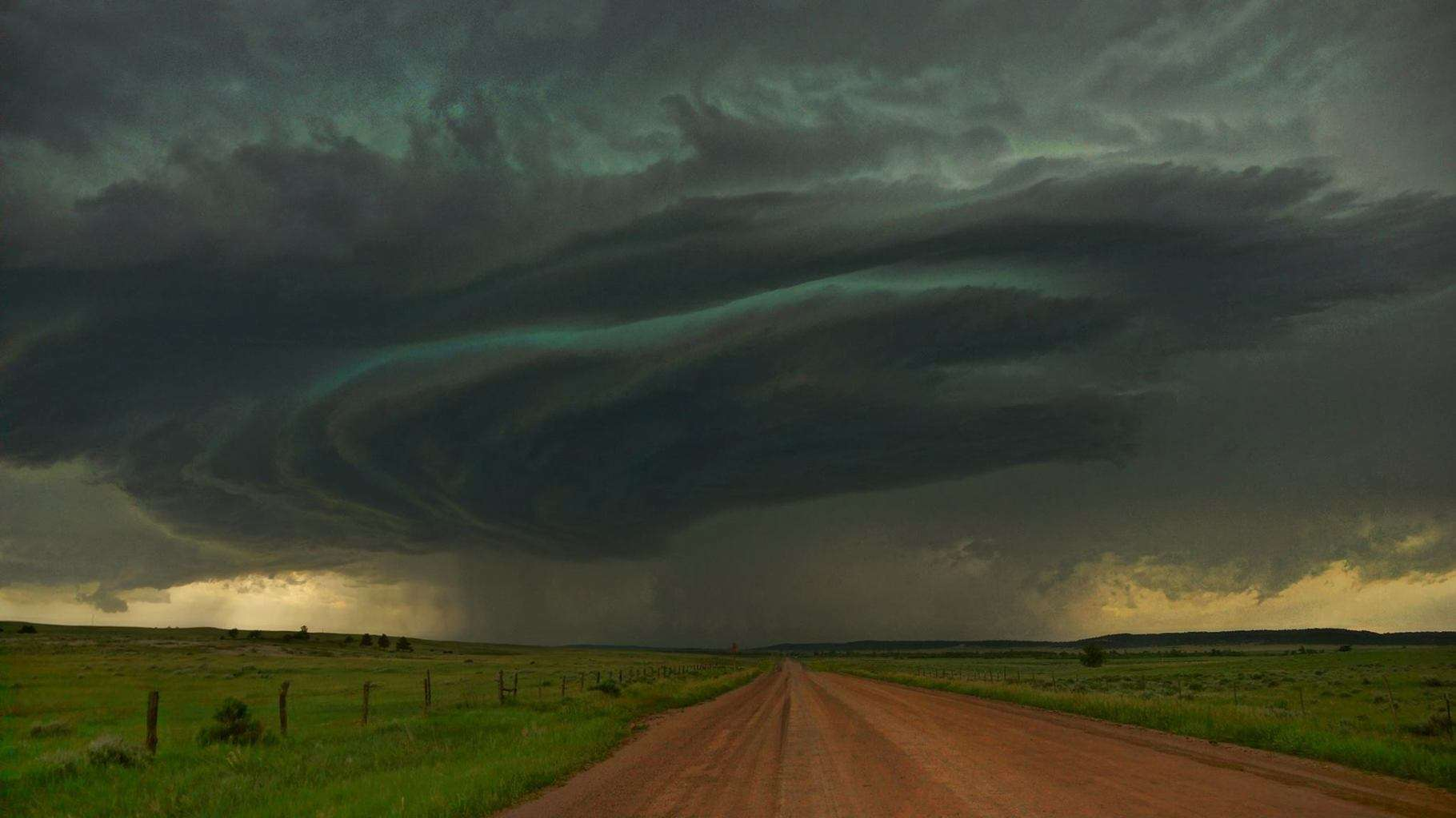 Amazing supercell along the Wyoming/Montana border on June 14, 2014
