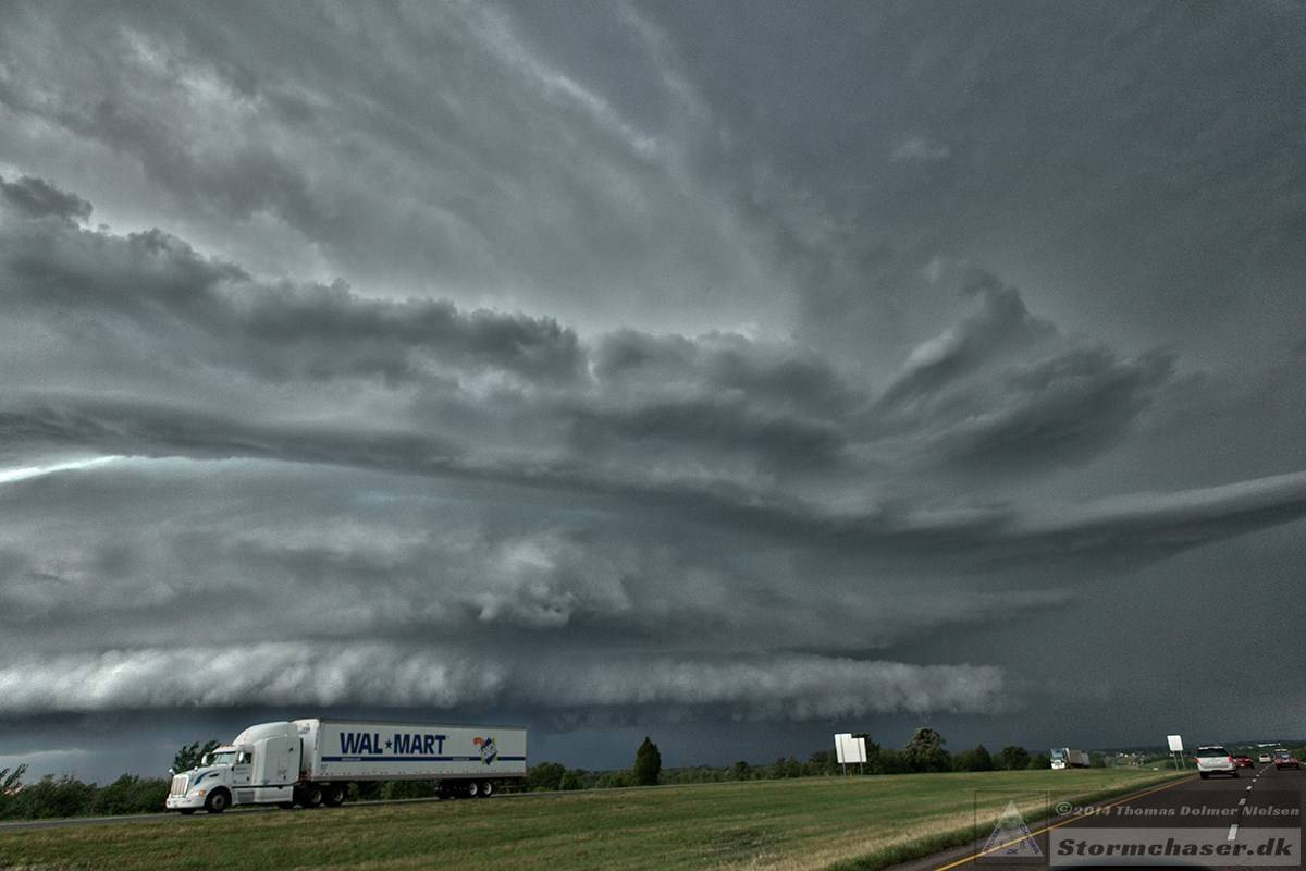 Mean looking supercell about to cross I35 south of OKC, May 30 2013