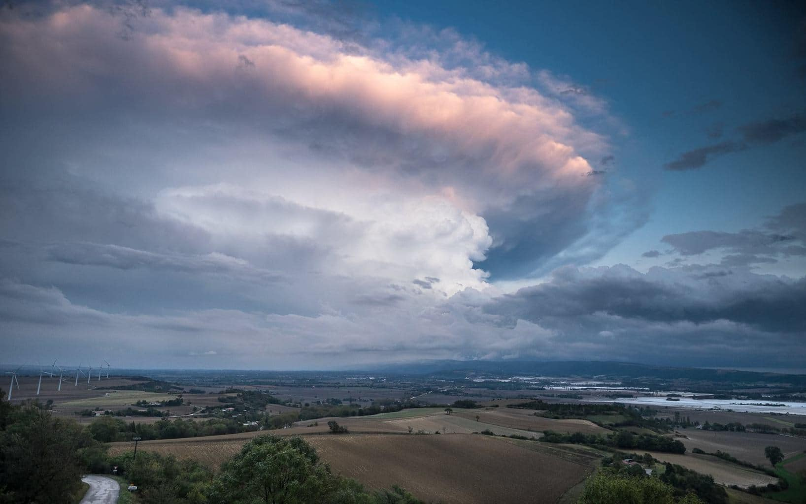 Supercell near Saint Felix du Lauragais, France (09/10/2014)