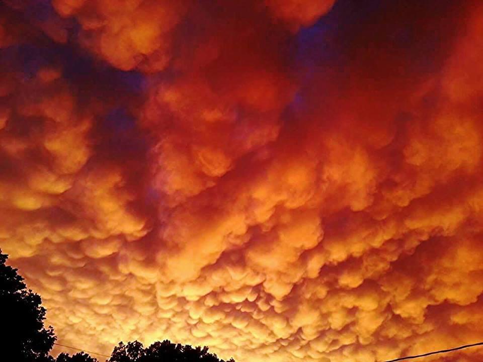 Fiery mammatus display over Jefferson city, MO may of 2013.