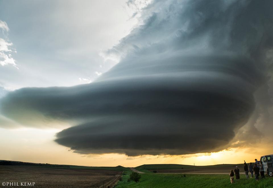 Onlookers observe fantastic LP supercell structure in Nebraska!