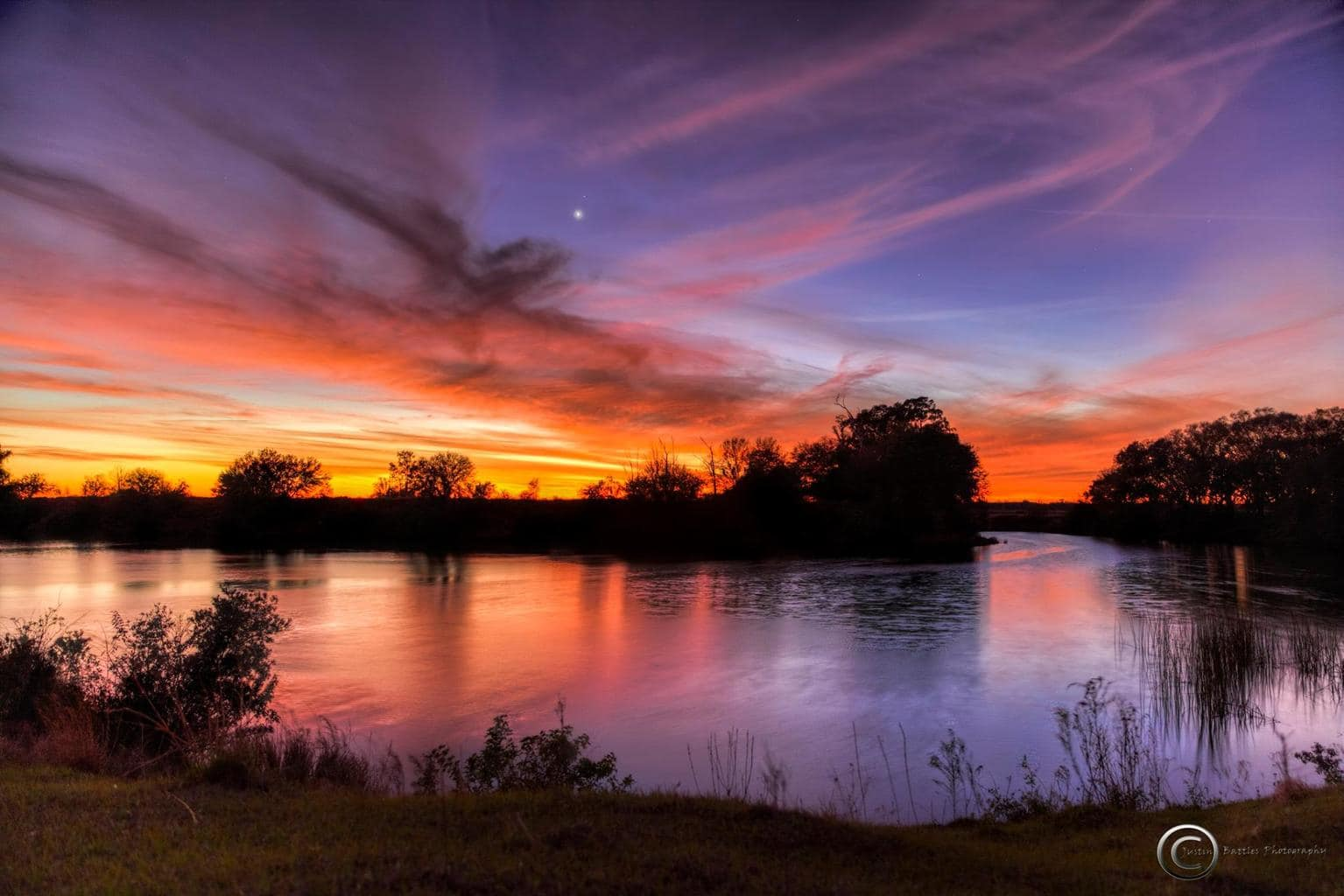 Epic cold tonight in Florida (for Florida, lol)....yields epic sunset afterglow with Venus and Mars