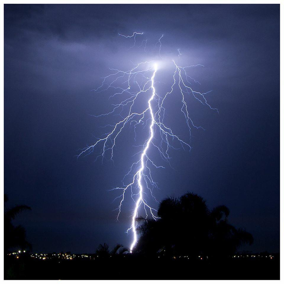 Another big stroke from recent storms here in perth. Only had to walk out my front door for this amp monster.