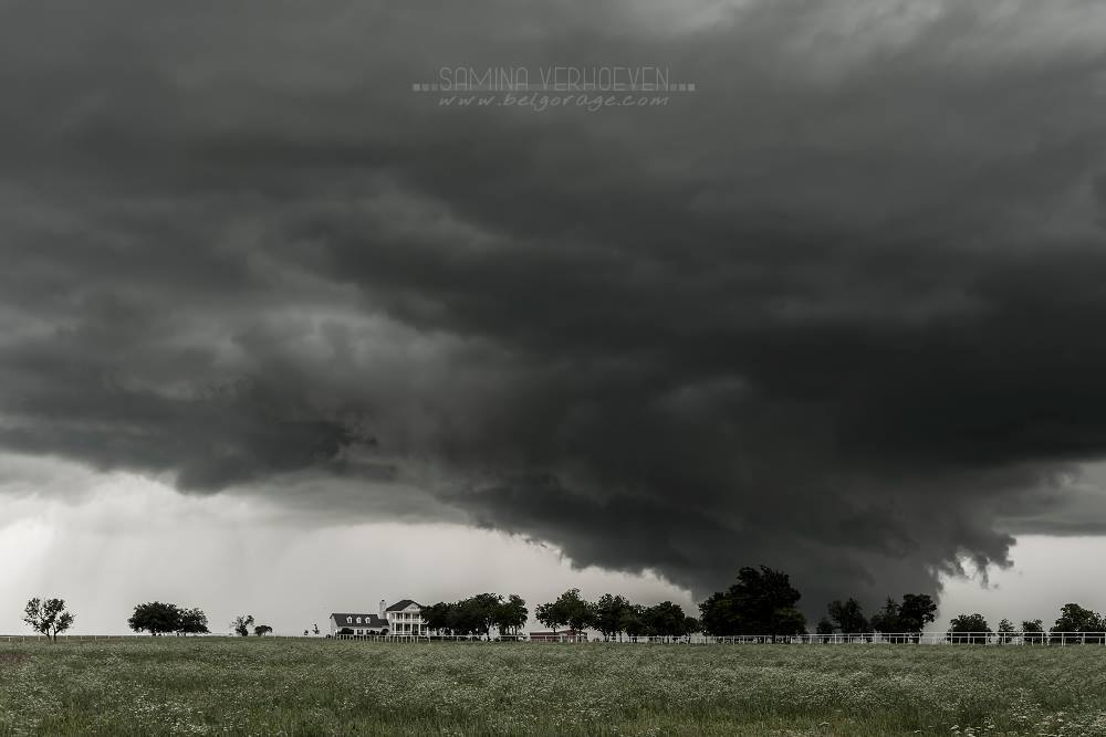Picture taken on May 30th 2013 near Purcell - Oklahoma.We followed this supercell a long time and there was no tornado but the structures were amazing. We can see the strong boundary of the FFD and RFD on the right.