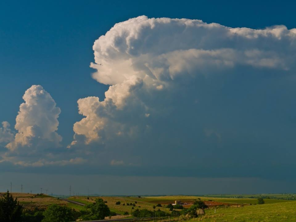 Developing Supercell near Watonga, OK on May 13th 2009. This cell was tornado warned and produced one shortliving brief tornado. Later around sunset it produced a big mammatus display near El Reno.