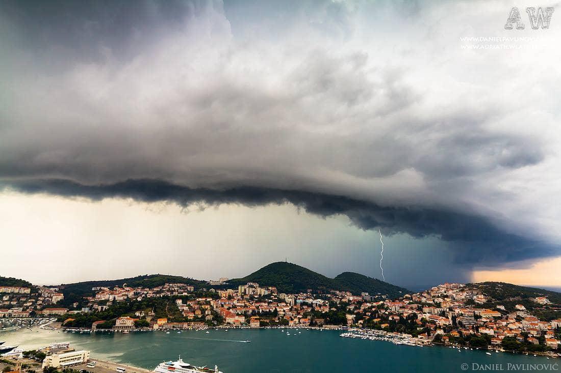 Shelf cloud of severe thunderstorm in Dubrovnik, Croatia, 6.9.2012