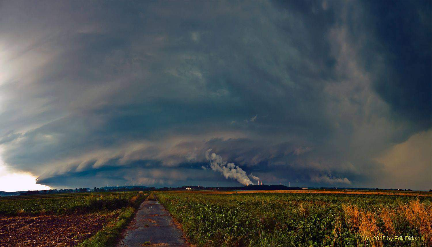 Huge HP-Supercell near the german-dutch border a little bit northeast of Aachen. This Supercell brought some damaging winds and large Hail. New edited panoramic view of 2 stitched Images shot near Jülich, Germany on August 18th 2011.