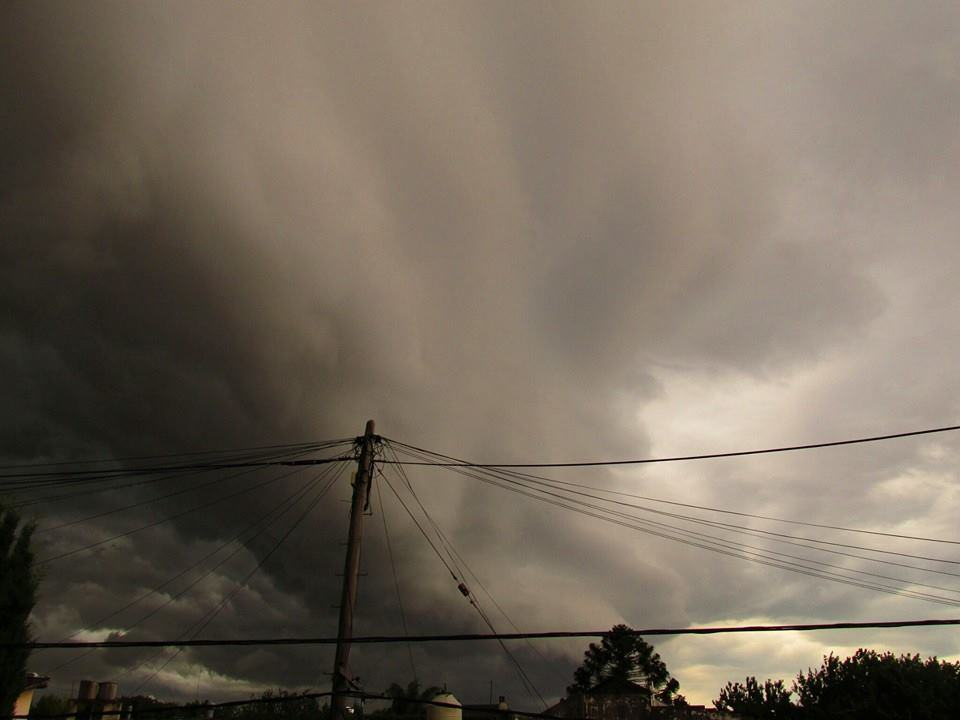 Storm and shelfcloud in Buenos Aires February 18, 2015