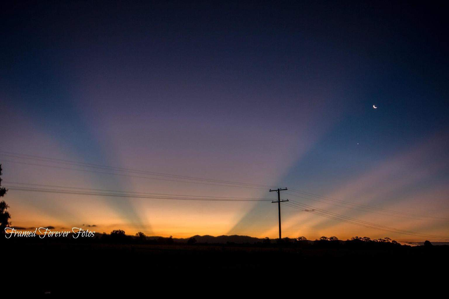 After Bad storms here in South East Queensland and the Darling Downs Australia on the weekend, Yesterday afternoon was a stunning display of Rays as the sun went down Monday afternoon.