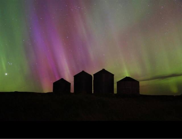 Something a little calmer than yesterday's violent tornados Aurora from last night from north of the border.
