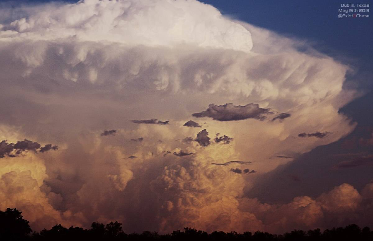 The day we got caught out by the dryline. It was actually 200kms to the NE of our target area! ackkk!! We were spewin' but it still made for some really nice photos of explosive convection on the back as we headed towards the NE. May 15th 2013.