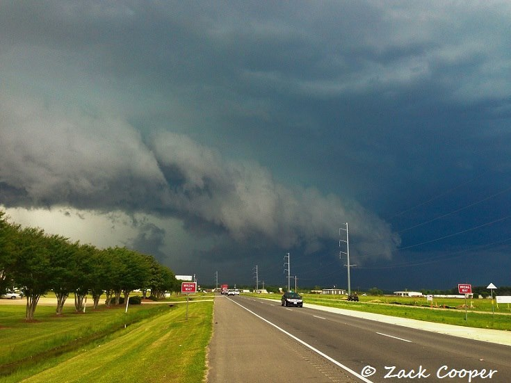 Mean severe thunderstorm north of Monroe, LA today.. produced some relatively significant wind damage in spots.
