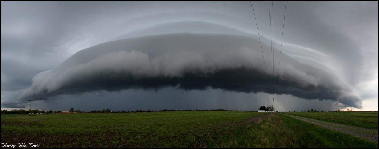 Who says you need a bad ass storm to get a bad ass shelf cloud? Not me. This storm was nothing more than a small non severe late afternoon popup. But she sure was a pretty lil thing.