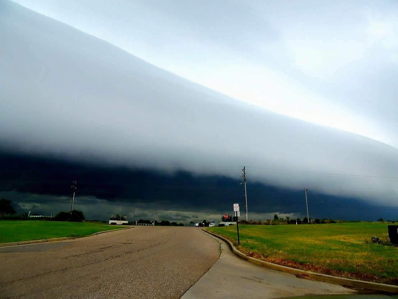 Shelf cloud in northwest Mississippi