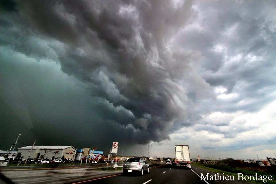 Tornado warn supercell near Drummondville, Quebec