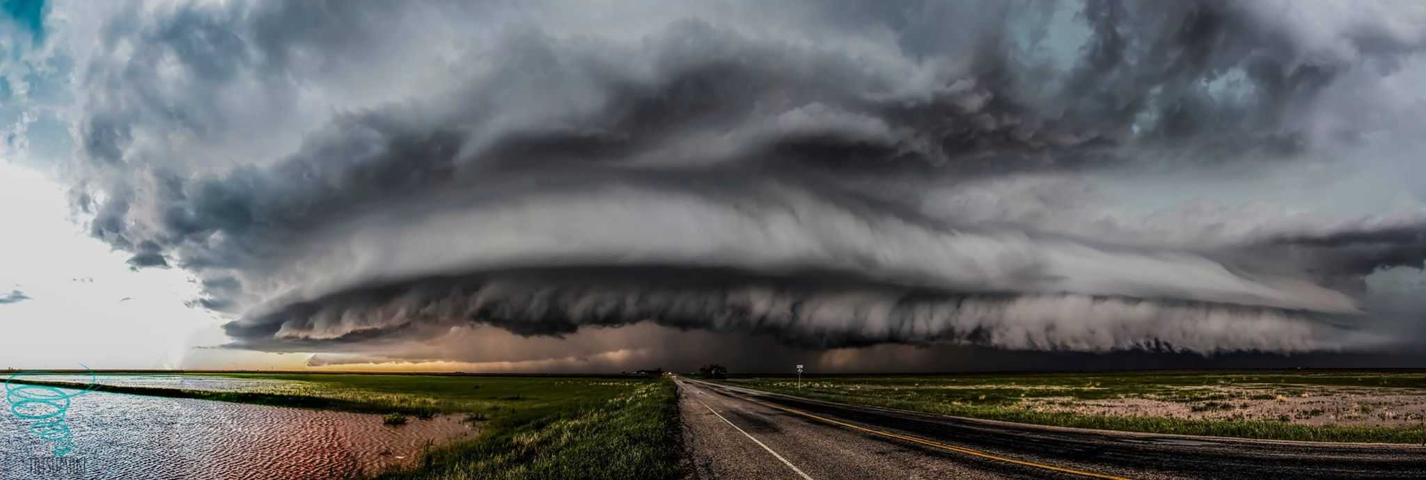 A tornado warned supercell south of Crosbyton, Texas begins to gust out after producing two tornadoes and creates a crisp shelf cloud on May 5, 2015.