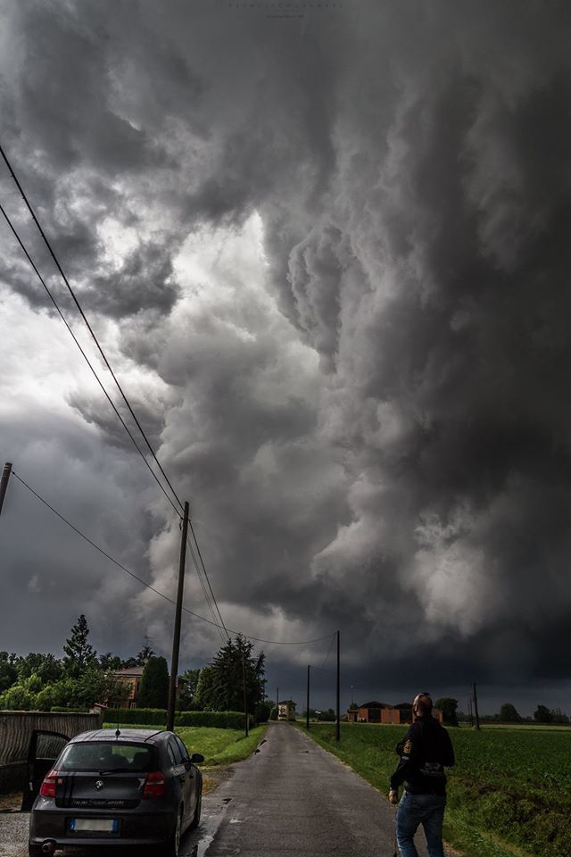 Under the huge updraft near Modena, Italy. May 15th, 2015.