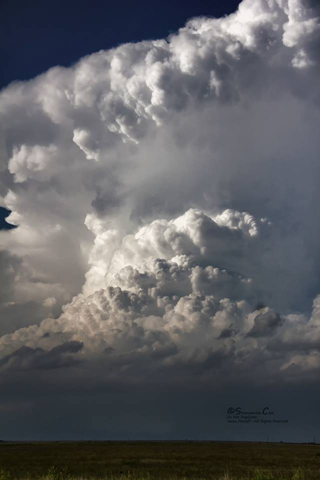This is why I chase: I'm a structure whore, and not afraid to admit it. On 5/19 the PH of TX formed a few cells along the dry punch and an outflow boundary. While this beast rapidly went HP with an impressive RFD gust front, early on it demonstrated a beautiful backsheared anvil, knuckling, and a hard rotating updraft near Turkey, TX.