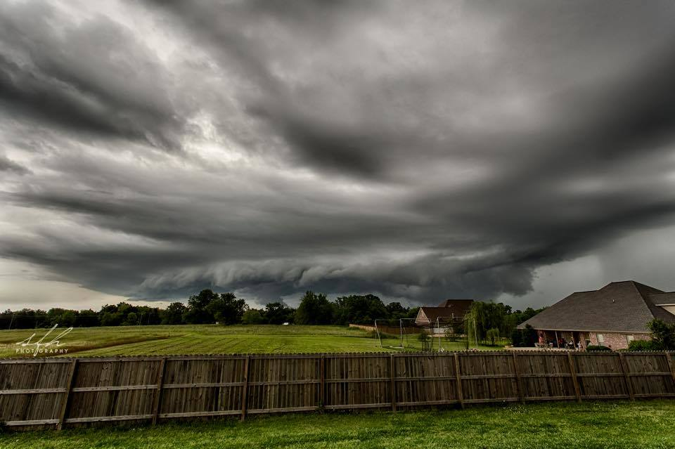 Beautiful shelf on this small storm. Taken this evening in Starkville, Ms