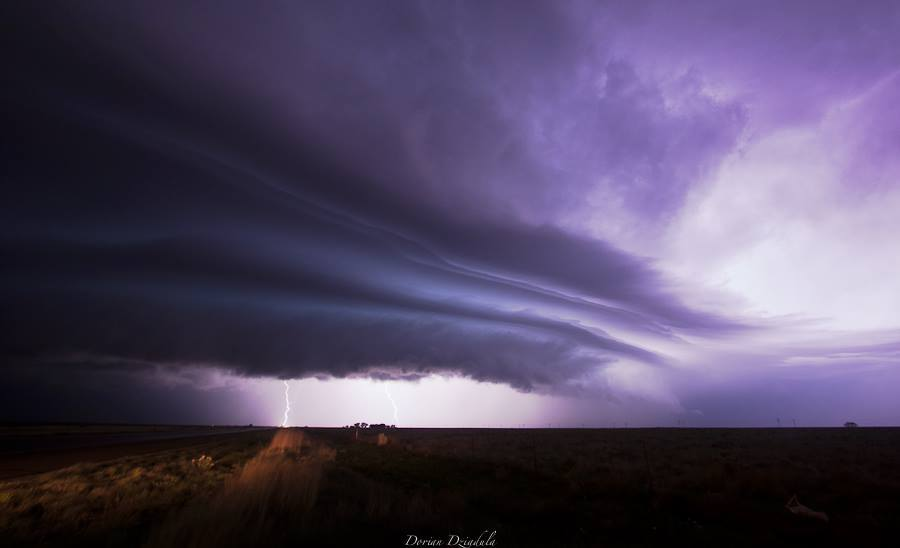 Santa Rosa (New-Mexico) - 05/18/15 After a long drive from the center of Colorado, thunderstorms have multiplied Monday evening on the border between Texas and New Mexico.