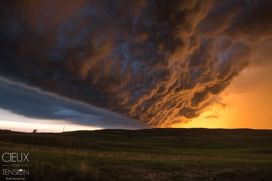 Yesterday in the evening : Under the shelfcloud at sunset near Mullen, NE.