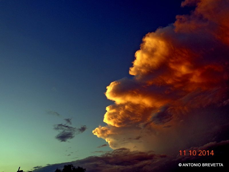 Cumulunimbus... A storm coming... Fire at sunset... What a beauty!...