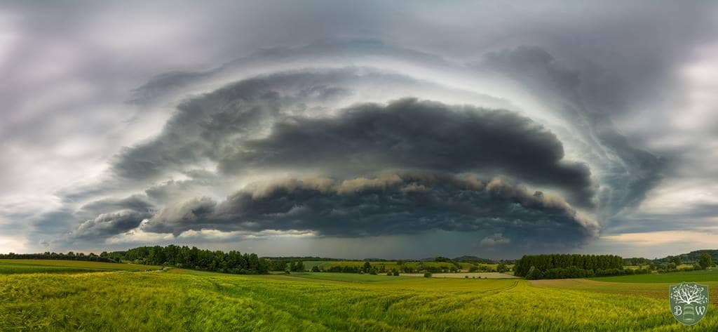 This is a big shelfcloud i photographed in West Belgium on Friday. This is a big shelfcloud i photographed in West Belgium on Friday.