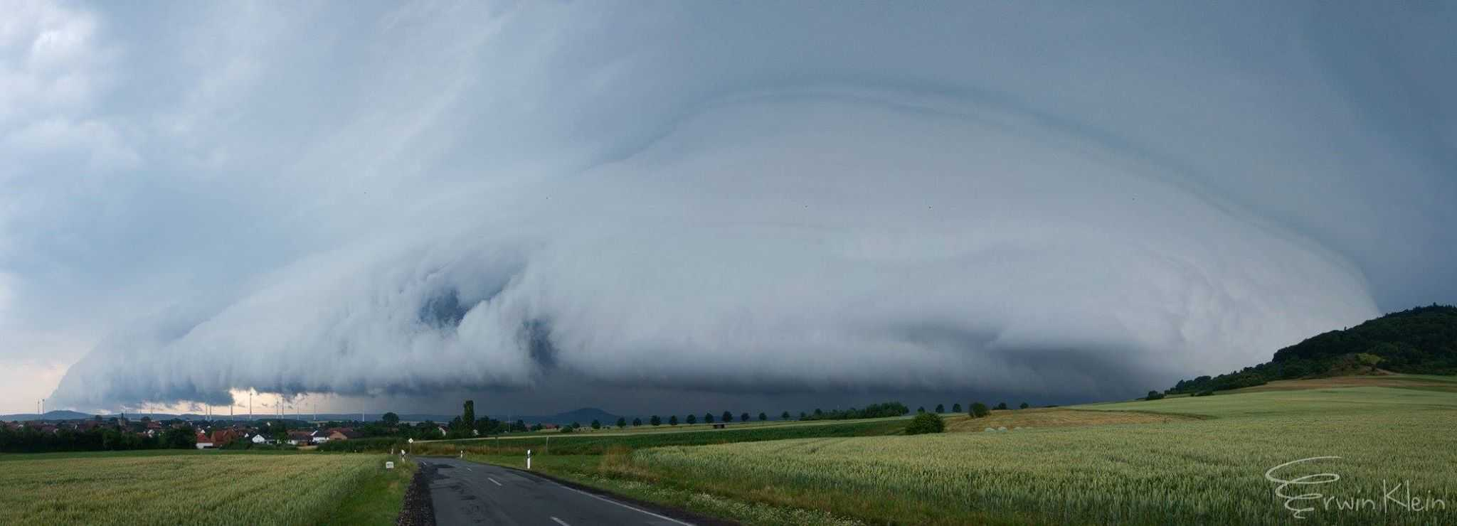 'The Beast'. Supercell near Kassel(Germany) today (July 5, 2015)