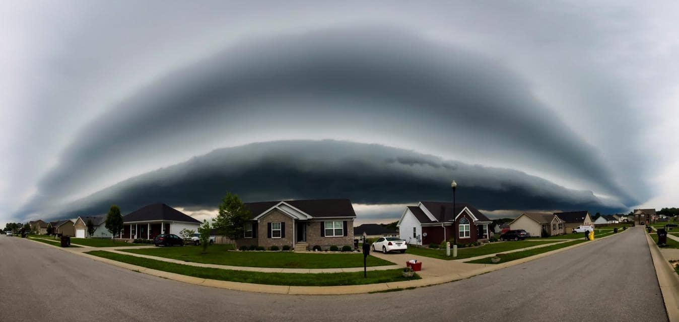 Shelf cloud in Mount Washington, Kentucky. June 23, 2015