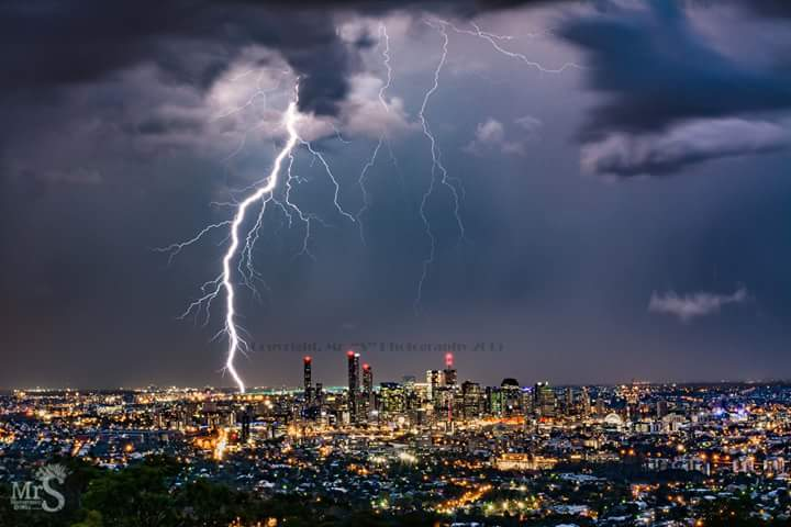 A massive CG strikes just a couple of kilometers from the city of Brisbane in Qld Australia. It rumbled for kiloneters and turned night to day.