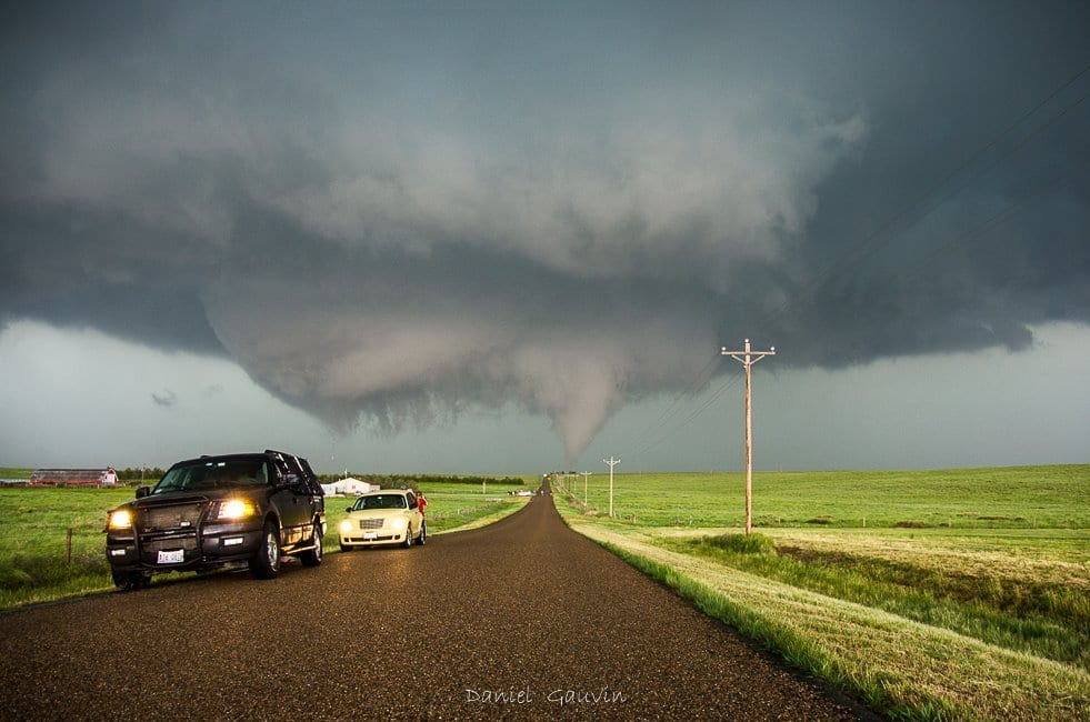 Tornado crossing the road close to Stratton , Colorado , 06/05/2015,with Marko Korošec and Brad Hannon  Tornade qui traverse la route , près de Stratton, Colorado , le 05/06/2015