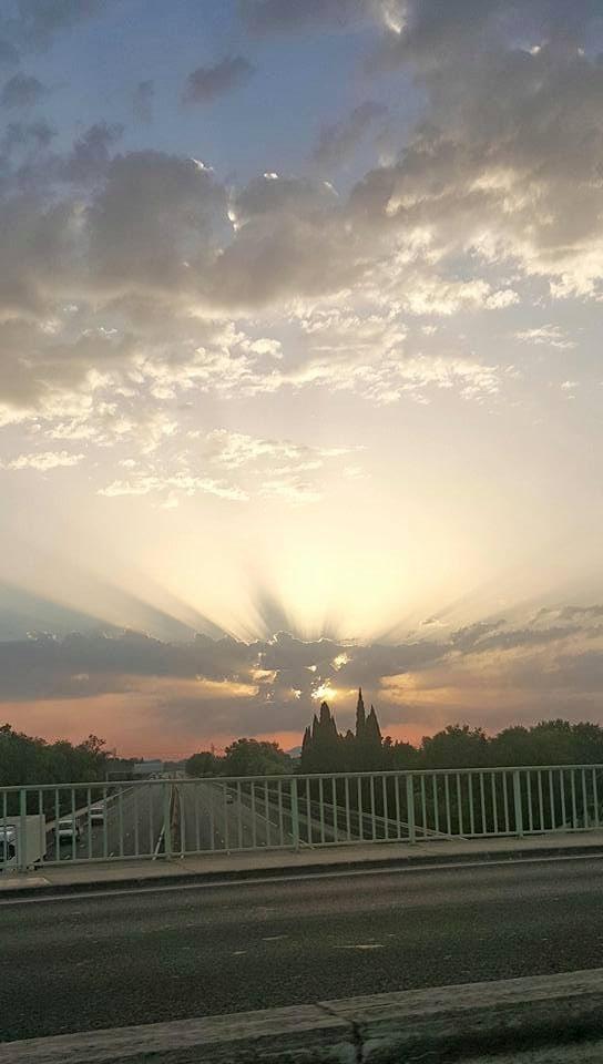 Levé de soleil au début du mois de juillet a Nîmes dans le sud de la France