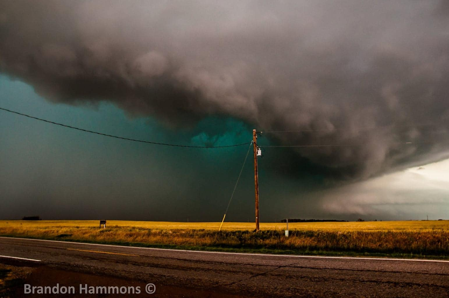 Going Green!! Tornadic supercell near Tipton, OK (May 16, 2015)
