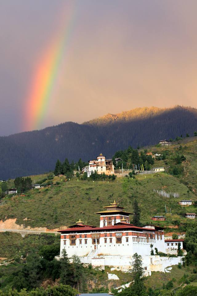 A rainbow over Paro Dzong ... F:4.0///1/25sec///ISO 200///70mm Canon600D + Tamron70-300vc ZERO EDITED ... DOP :8/7/15...