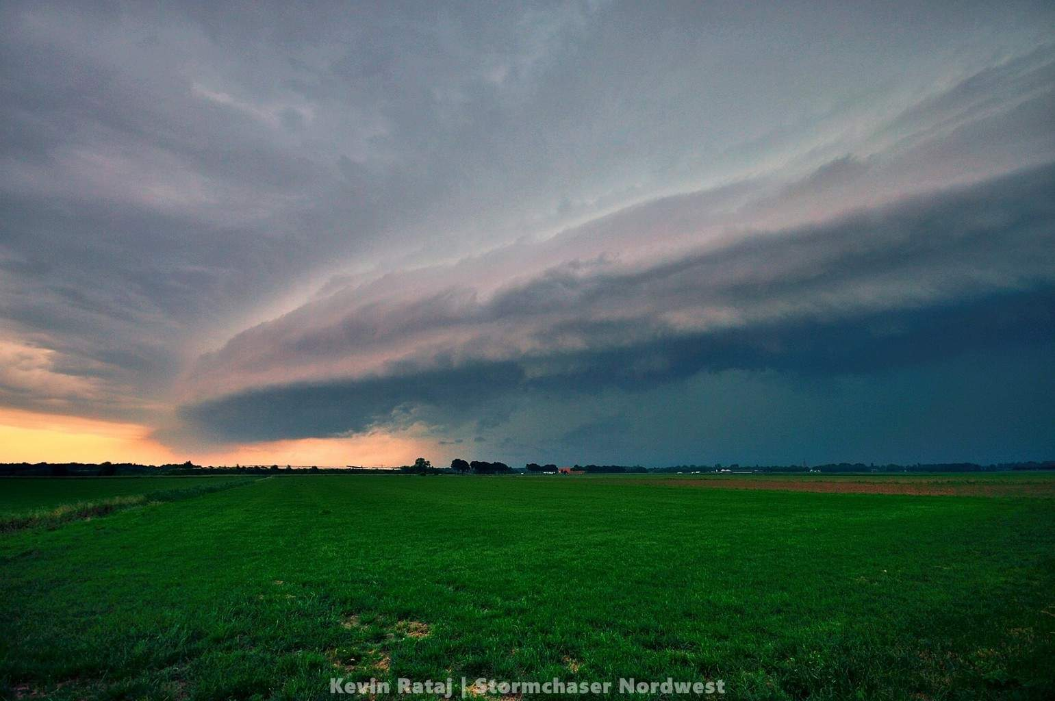 Shelfcloud in the Neatherlands, Eindhoven - 05.06.15