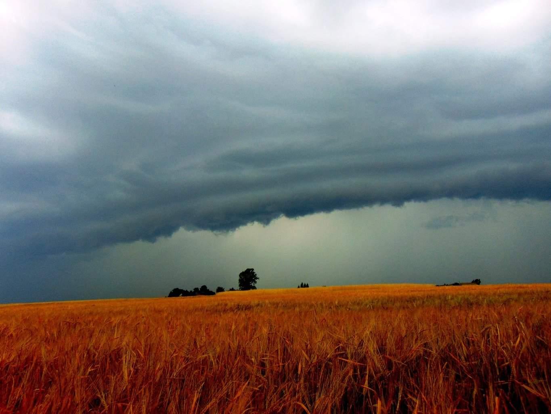 Shelf Cloud in Poland 8-7-15!