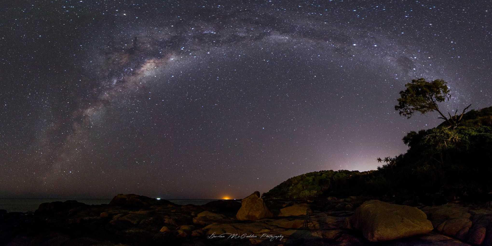 11 image Milky Way pano I took tonight at Coolum Beach, Australia.  Iso-4000 / 15seconds / f2,8 / 14mm /