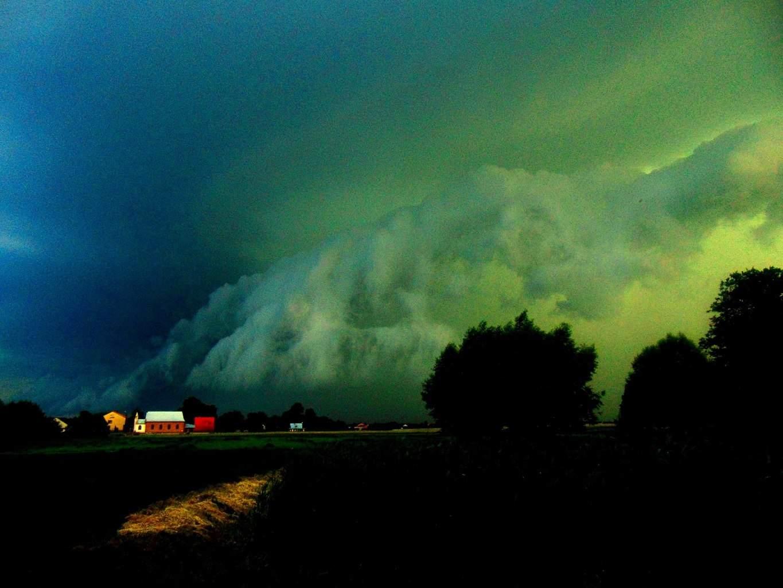 Amazing Shelf Cloud. Poland 12-06-2015.