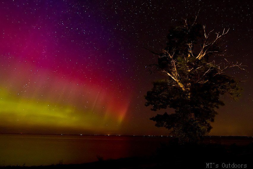Like a rainbow in the dark! Aurora Borealis over lake Mille Lacs MN 10:30 8-15-2015 13 second exposure, 1600 iso