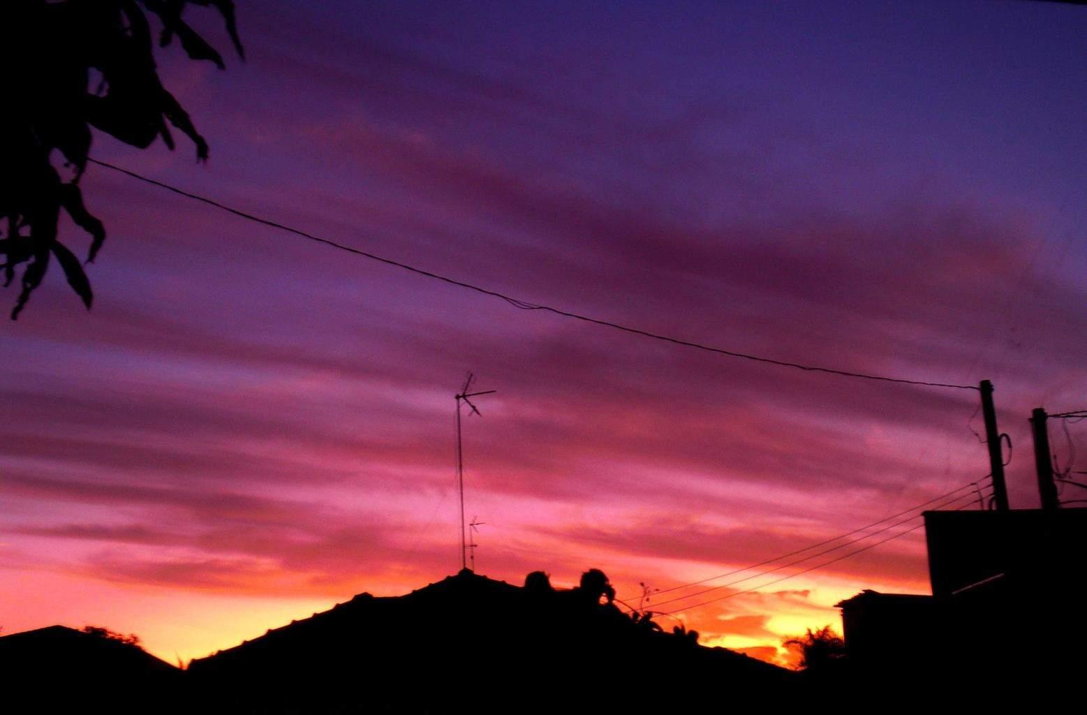 [ 07/31/2015 18:00 ] Winter Sunset yesterday! Details: [ ISO 64 F4.2 1/60 +0.3 ] { Porto Ferreira-SP-Brazil }