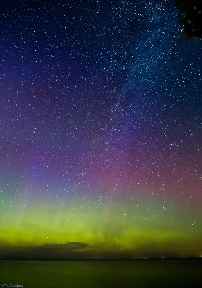 Aurora, Milky Way, and Millions of stars over lake Mille lacs MN! f2.8 30 seconds 2500 iso 11mm