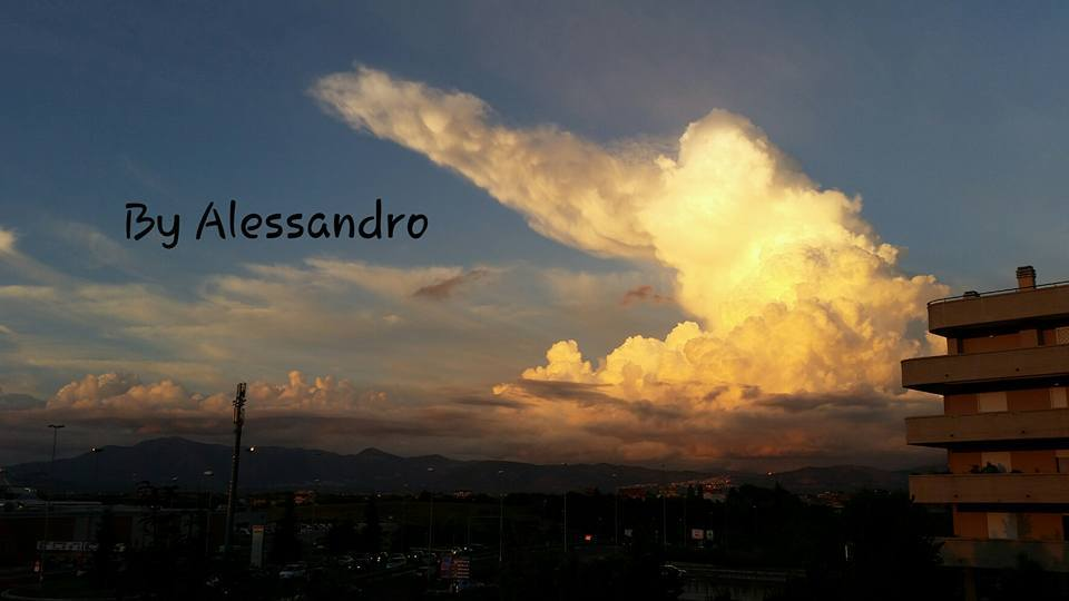 Cumulonimbus clouds spectacular ... this afternoon , Rome Italy