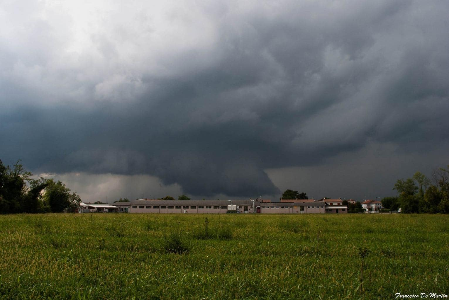 Fantastic supercell near Conegliano(TV), NE Italy, yesterday afternoon! Another storms in the last months have done the same track and they evolve in supercells, we could call this area a smithy of supercells!