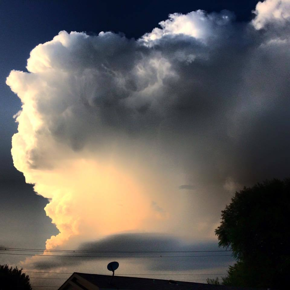 Here is that severe thunderstorm that had intermittent mid level rotation and dumped quarter to goofball size hail near Luther, OK Wednesday evening. Not only that, it put on a hell of fireworks display as well. This was taken I'm guessing sometime after 6pm or so looking north from Midwest City, OK.