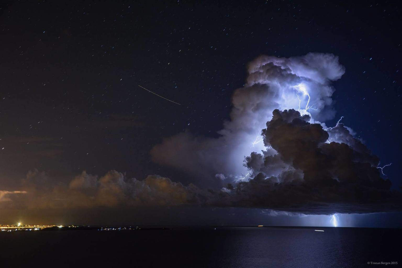 Impressive positive lightning strike in clear skyes in front of Antibes France, the storm was so small i didn't think it could give such amazing strikes !