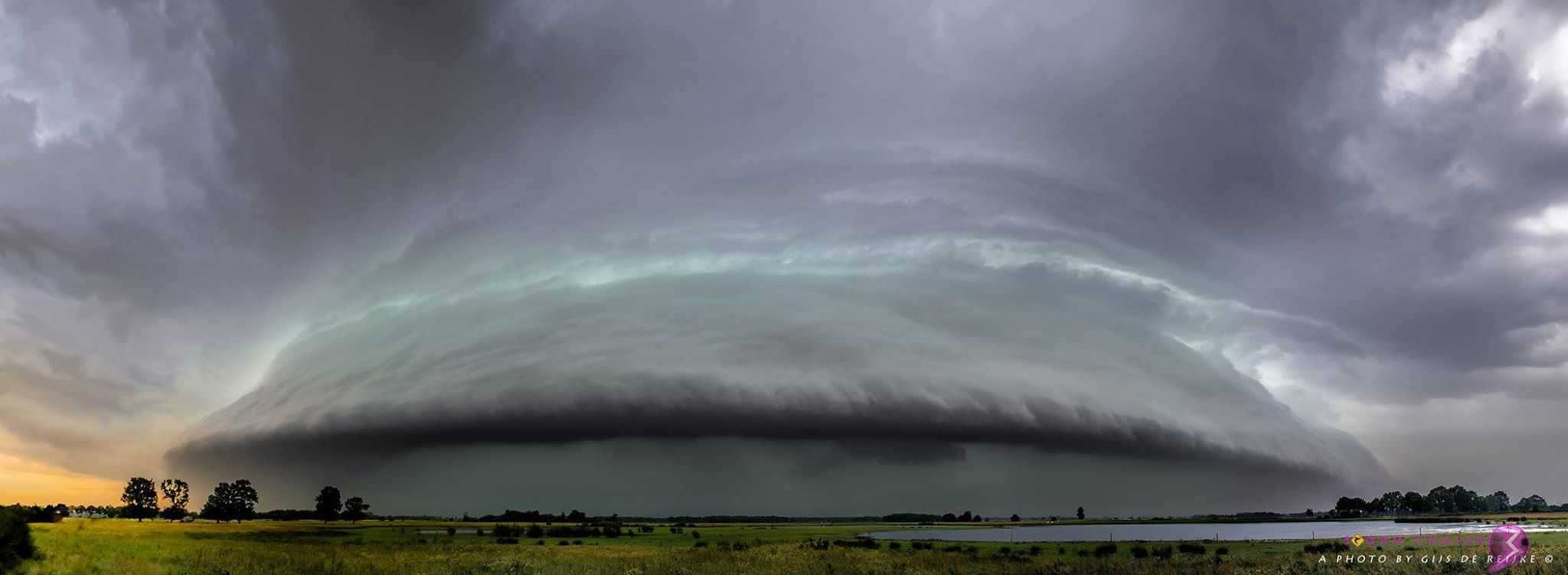 This very photogenic shelf cloud was photographed near the Dutch village of Chaam on June 5 of this year.