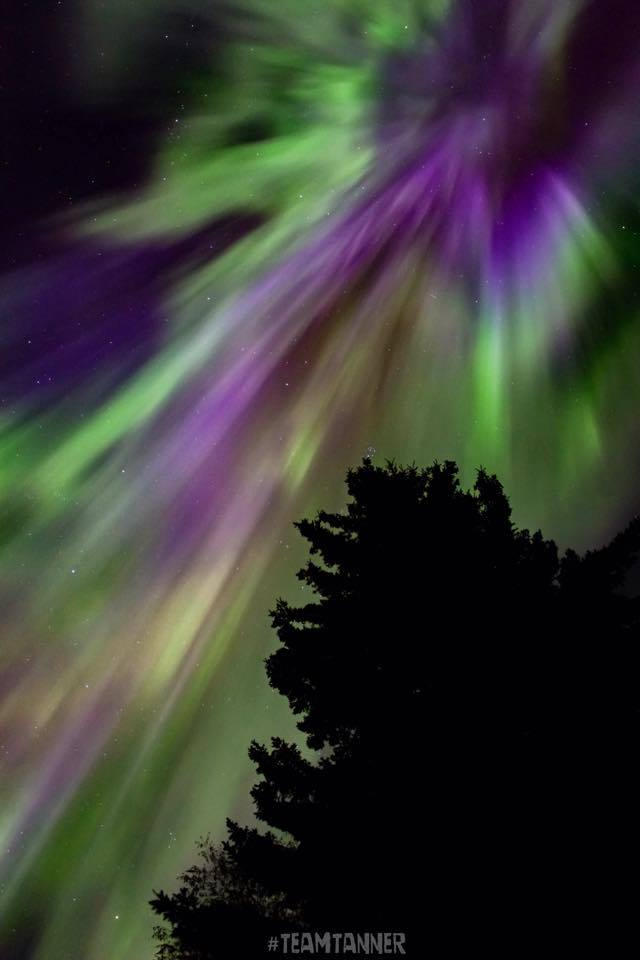 One of my favourite shots from last Wednesday morning in Alix Alberta! Never forget the colors and brightness of the Aurora that night !!!